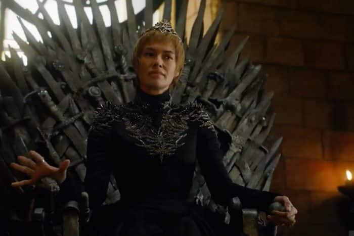Cersei finalmente no local que sempre quis ocupar: o Trono de Ferro